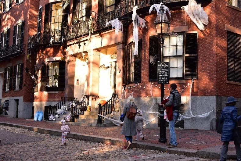 Halloween on Beacon Hill: Home to some of the best trick-or-treating in Boston